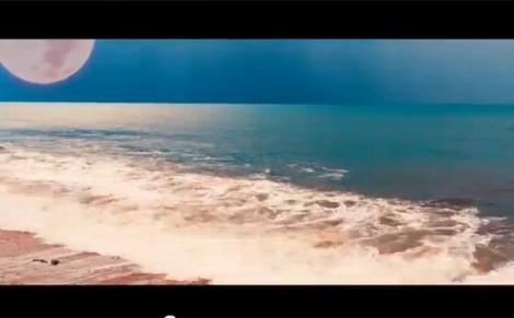 "Screenshot aus dem Musikvideo ""Heavy Seas Of Love"""