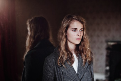 Bild via: http://www.sos-music.co.uk/2013/11/marika-hackman-wolf.html