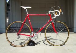 "Ein ""De Rosa"" Fahrrad aus dem Jahre 1983. (Foto: http://bikeadelic.blogspot.ch/2010/04/kellys-de-rosa-professional-1983.html)"