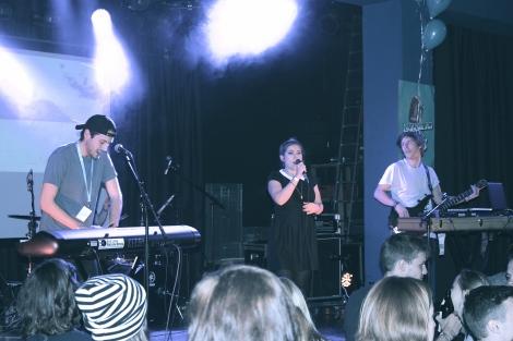 Die eklatischen Electro-Pop Mitglieder der britischen Band Mausi heizten dem Publikum bereits um 20.00 Uhr ein!