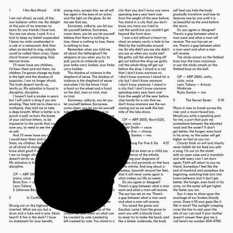 """Das Albumcover mit dem Tintenkleks: Owen Pallett druckt spaltenweise im Hintergrund die Lyrics des neuen Albums """"In Conflict"""" ab."""