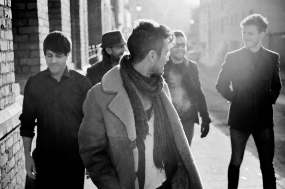 Diese Band sollte man sich langsam Mal merken, denn der Erfolg kann auch - entgegen des Namens - schnell gehen: Das sind The Slow Show aus Manchester.