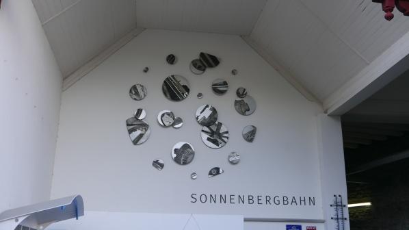 Ein Weg auf den Sonnenberg: Die Sonnenbergbahn. Ein Weg kostet stolze 7 Franken (für Studierende die Hälfte).